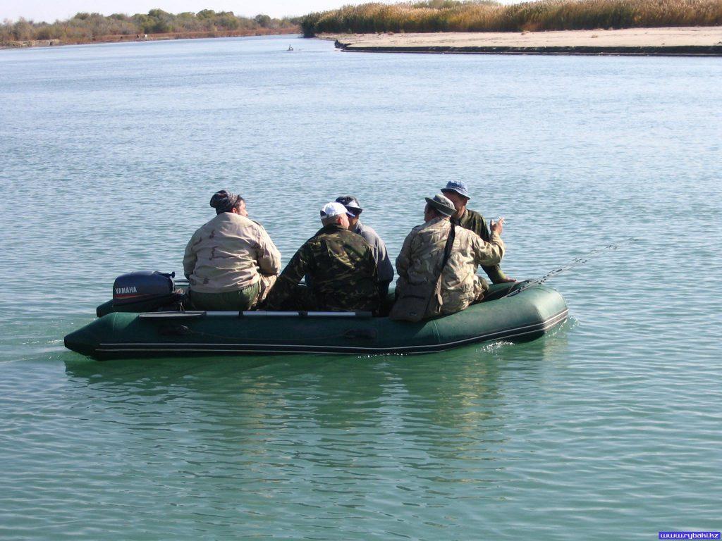 В Азовском море ищут трех пропавших рыбаков