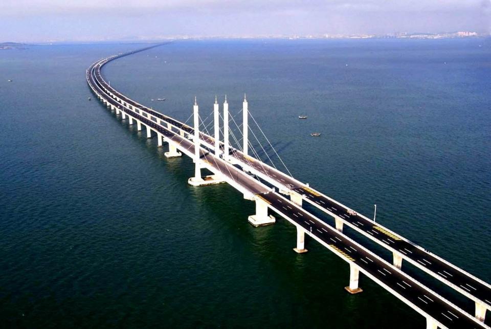 Строители собрали четверть арочных пролетов Крымского моста