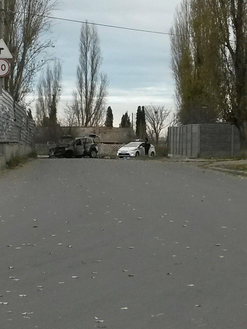 В Севастополе после ДТП до тла сгорел внедорожник (ФОТО)