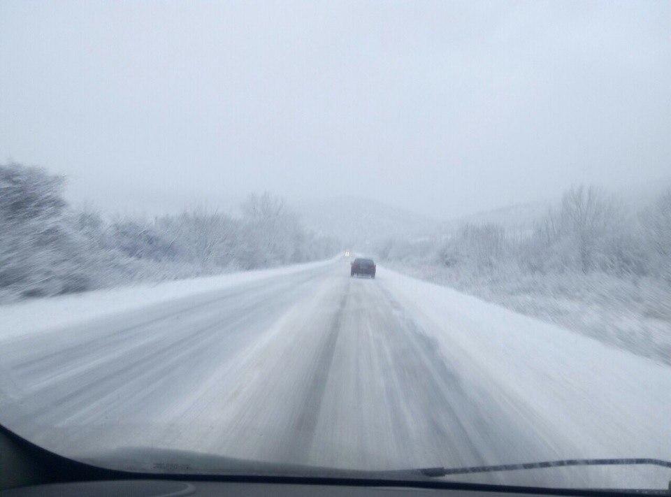Крым засыпало снегом (ФОТО)