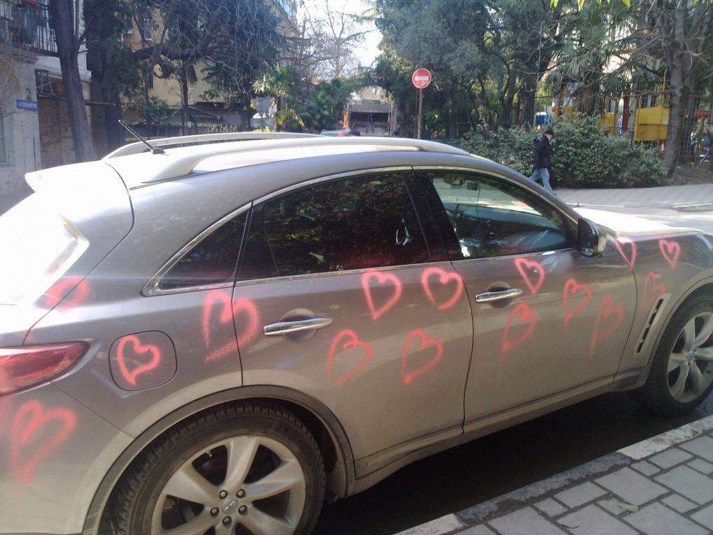 Ялтинец получил на день Валентина разукрашенный сердечками автомобиль (ФОТО)
