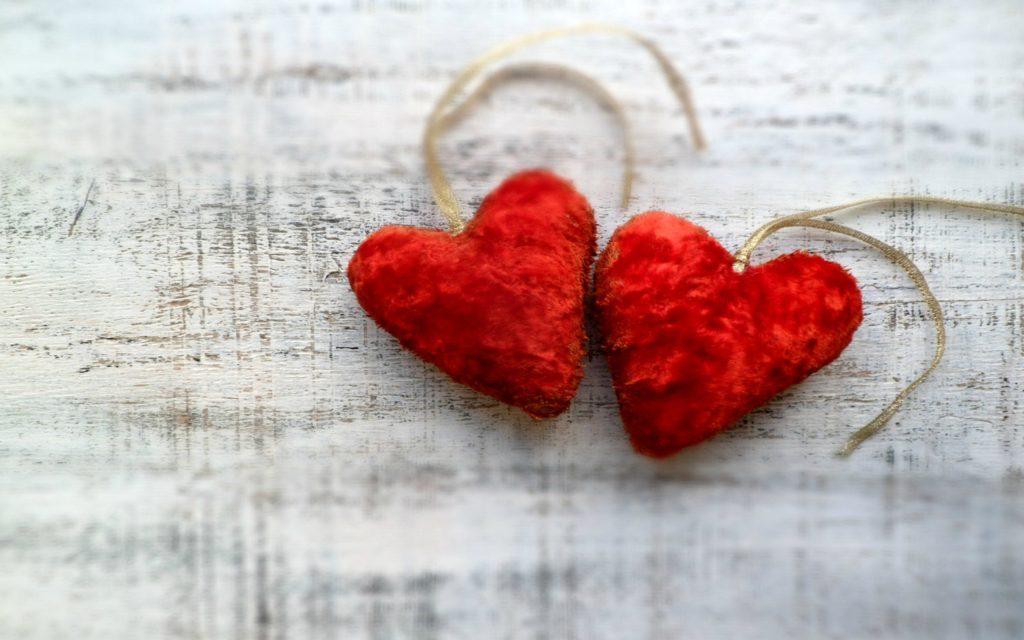 Аксенов назвал День влюбленных дешевой духовной подделкой