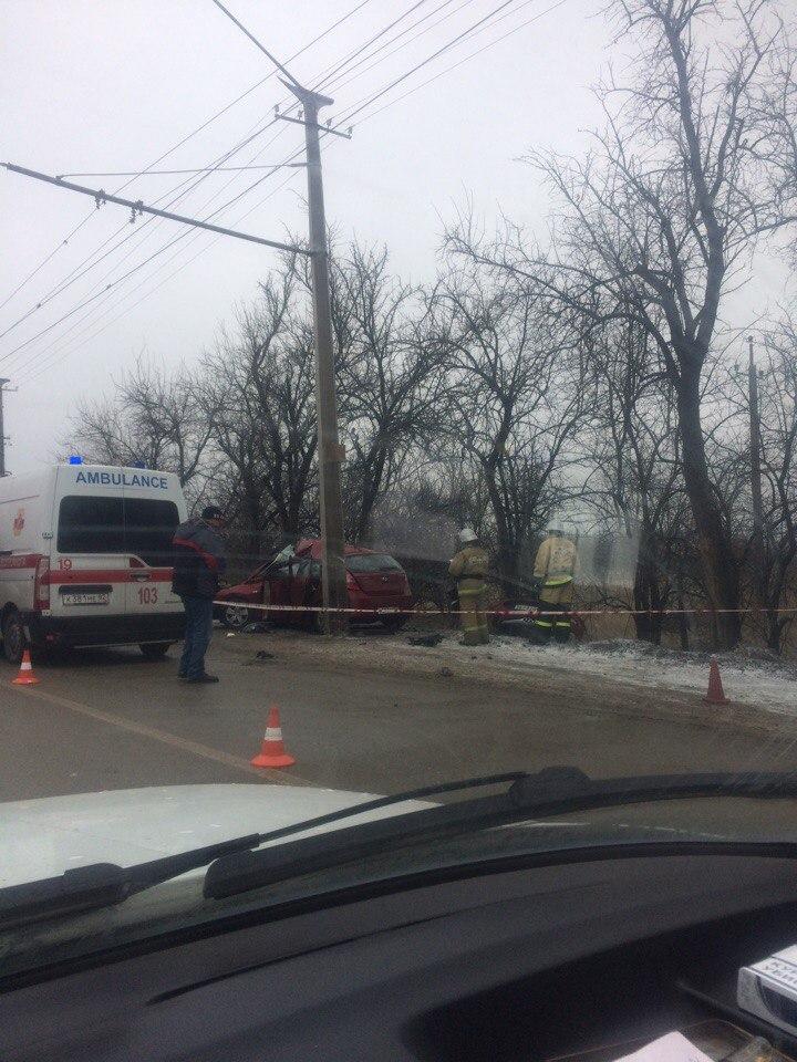 Под Симферополем насмерть об столб разбился водитель Hyundai (ФОТО)
