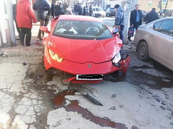 В сети появилось видео момента ДТП в Симферополе с участием Lamborghini