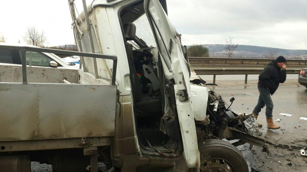 """Под Севастополем грузовой ГАЗ """"всмятку"""" разбился в стоящий ЗИЛ (ФОТО +18)"""
