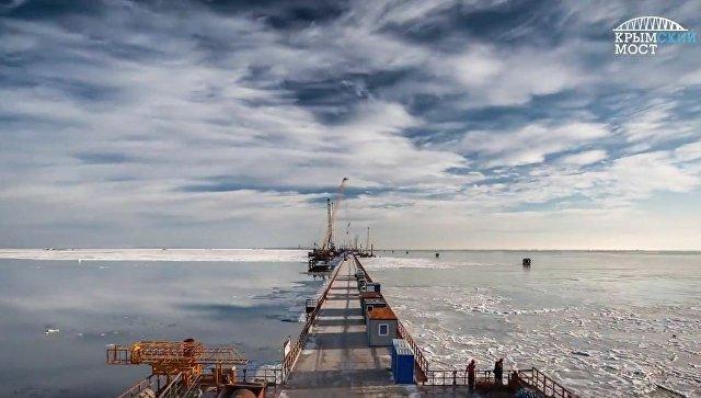 Крымский мост покрылся льдом (ФОТО, ВИДЕО)