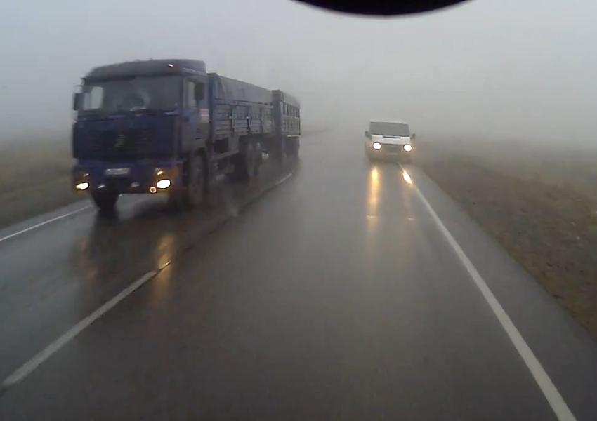 В Крыму из-за тумана разбились сразу три фуры