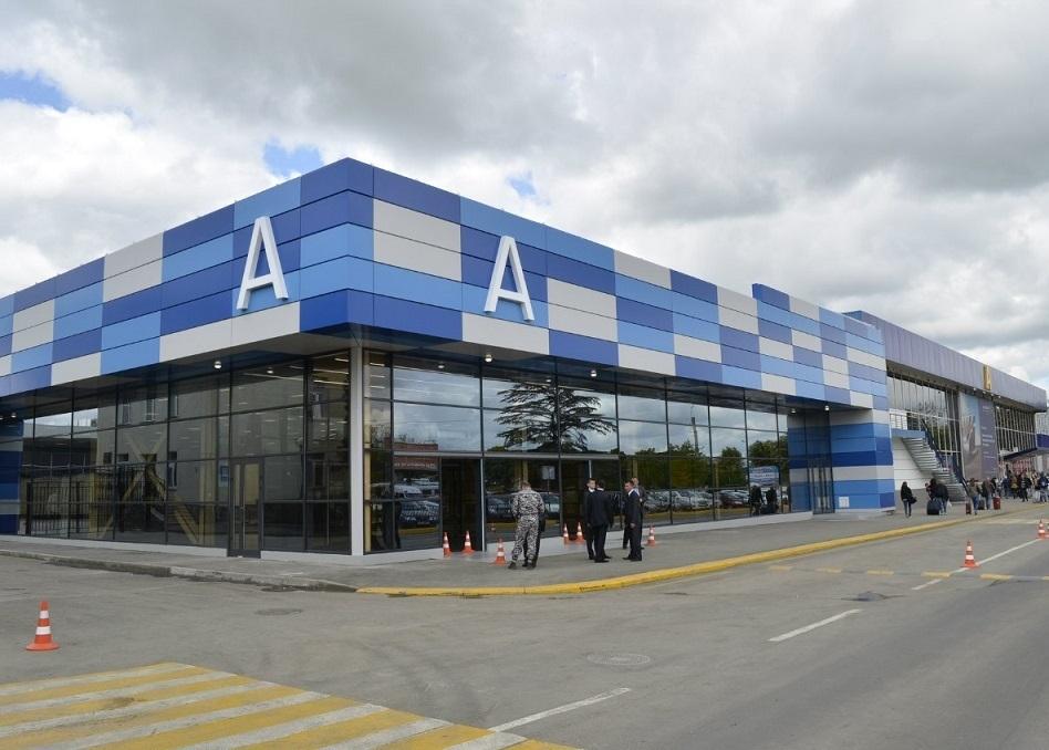 """В симферопольском аэропорту появится самая большая в России и Европе """"зеленая стена"""""""