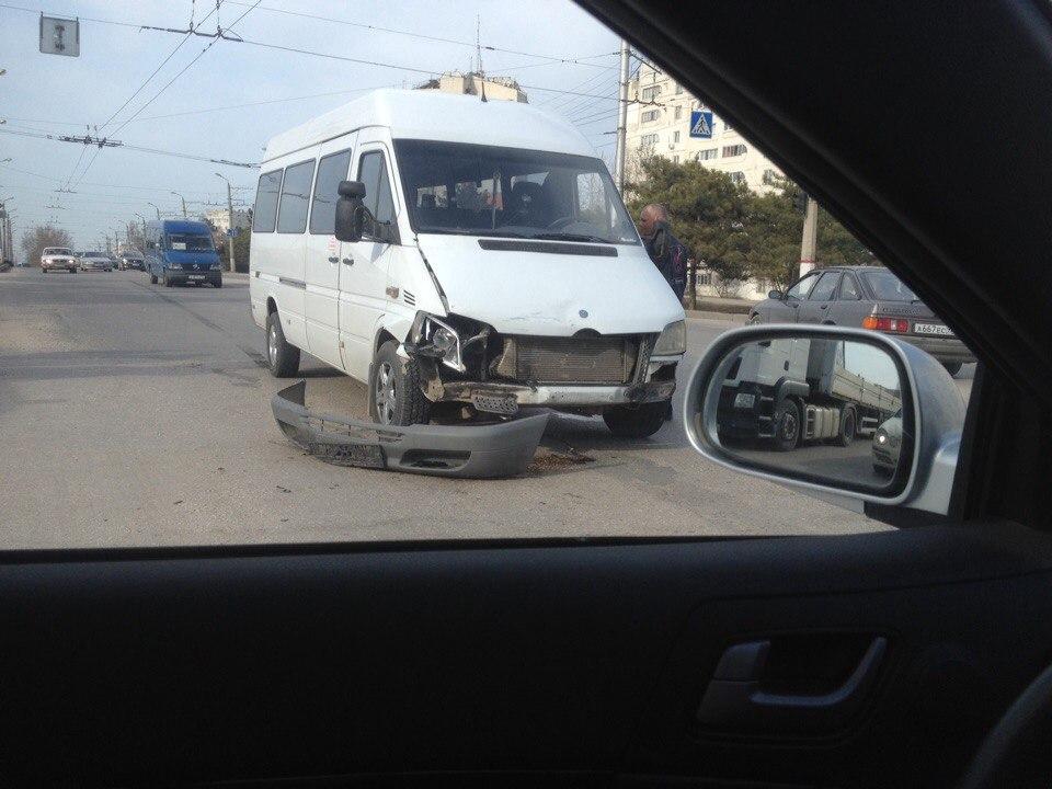 """В Севастополе на перекрестке не разминулись """"топик"""" и """"Форд"""" (ФОТО, ВИДЕО)"""