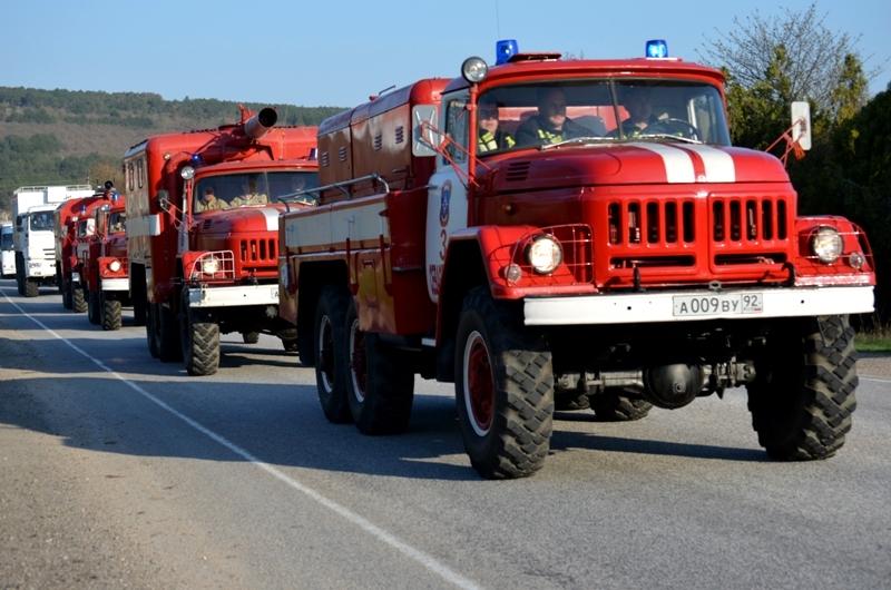 На крымской трассе сгорела фура с бытовыми отходами