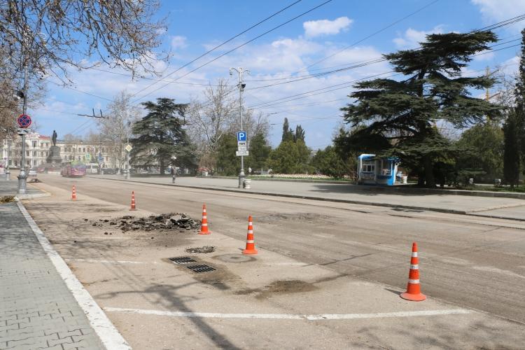 Дорожными службами Севастополя организована оперативная очистка городских территорий