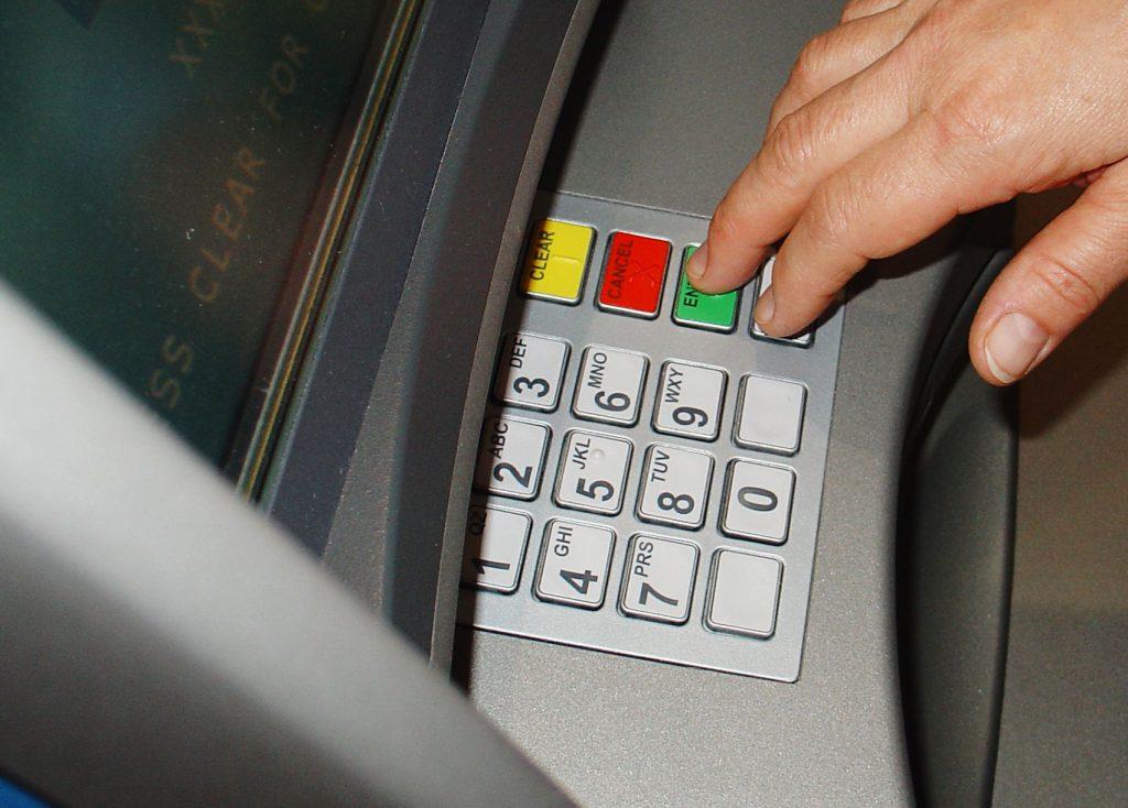 Крымчанин снял деньги с банкомата на два года тюрмы