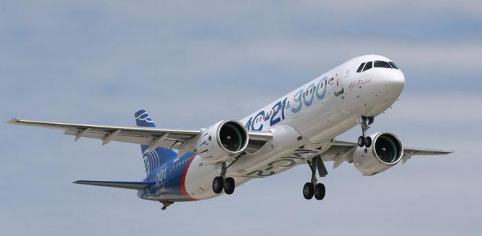 У самолета, летевшего в Крым, отказал двигатель