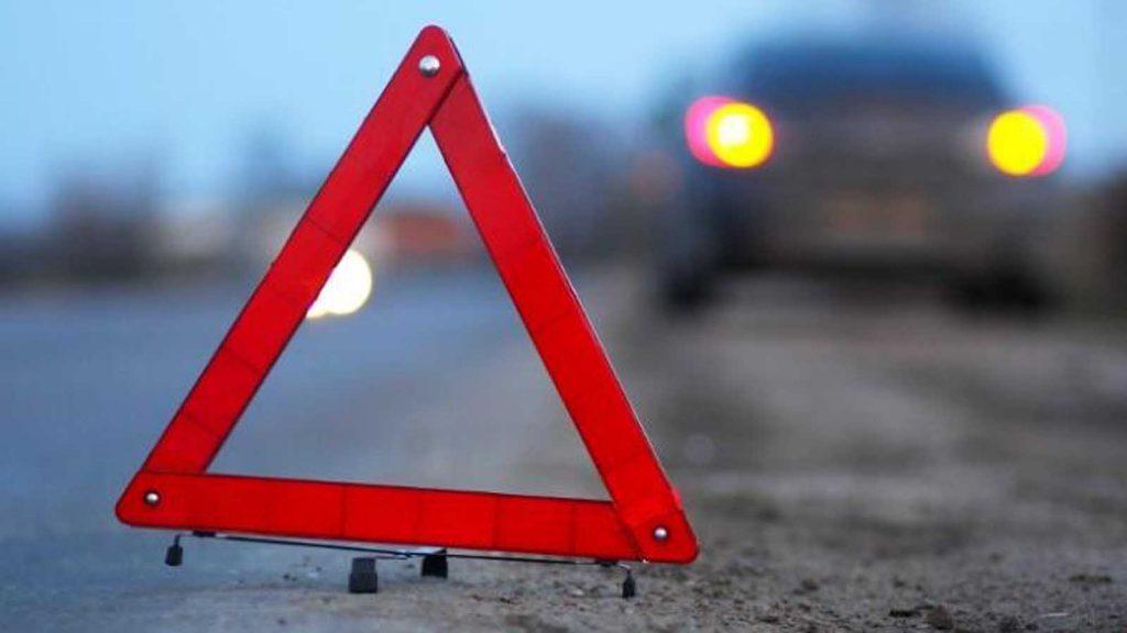 На крымской трассе ночью перевернулась фура: водитель в реанимации