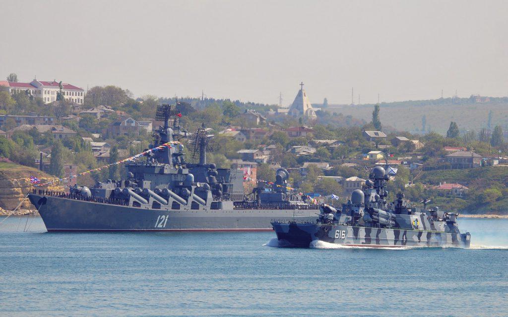 В масштабных учениях Черноморского флота принимают участие около 40 кораблей