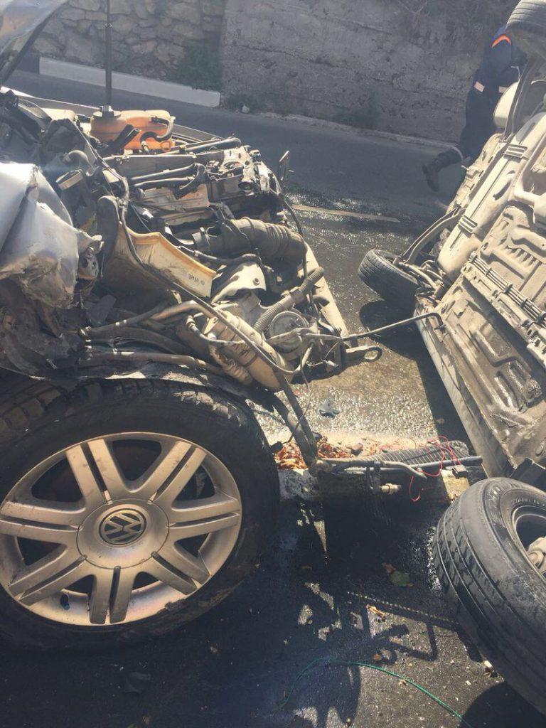 В Севастополе пьяная автоледи в хлам разбила две машины и пыталась скрыться с места ДТП (ФОТО)