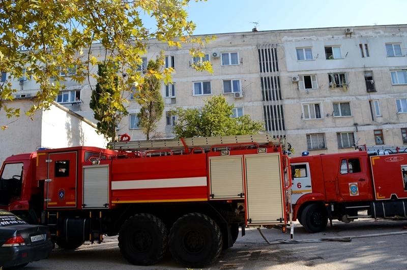 В Севастополе из-за пожара шахте лифта эвакуировали 14 жителей многоэтажки
