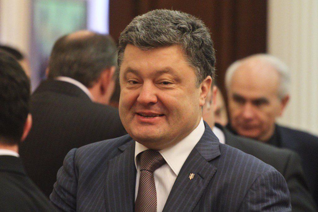 """Порошенко пообещал в Севастополе """"украинский гимн"""""""