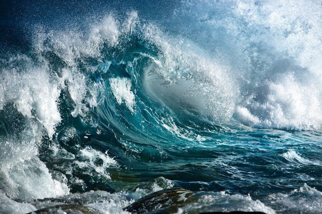В Крыму наградят подростков, которые спасли четырех детей в штормящем море