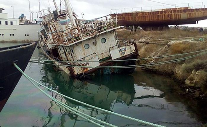 "В Севастополе уходит под воду судно ""Нептун"""