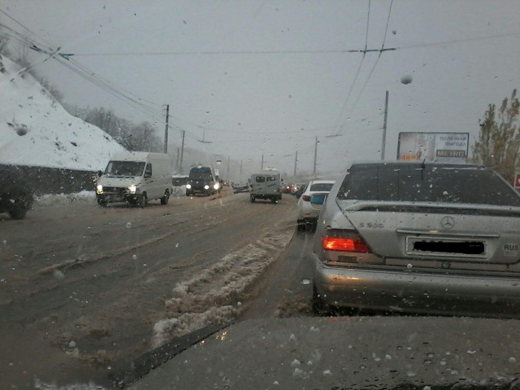Крымских водителей предупредили о надвигающемся снежном коллапсе