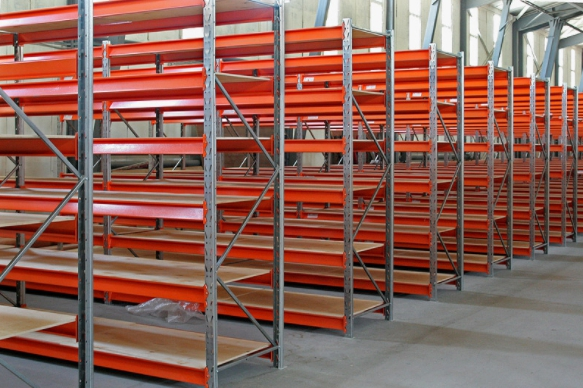 Какими бывают стеллажи для складских помещений