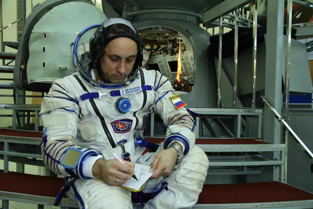 Антон Шкаплеров сыграл в комический бадминтон (ВИДЕО)