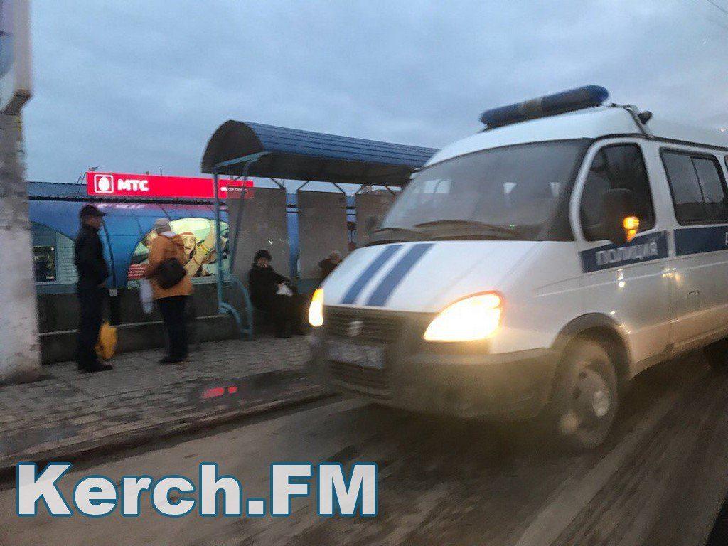 В Крыму двое мужчин устроили разборки на проезжей части
