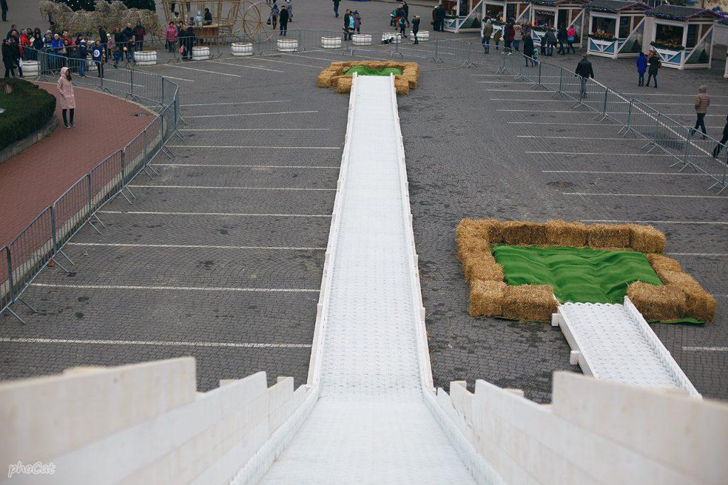 В Севастополе открыли шестиметровую ледяную горку (ФОТО)