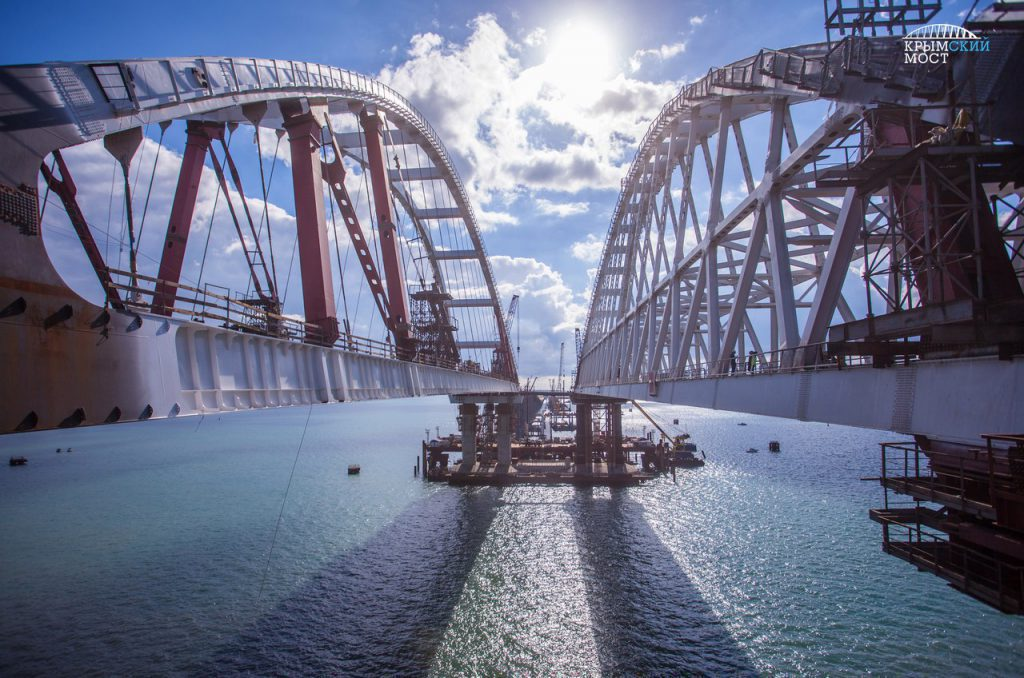 До конца года возведут все опоры Крымского моста