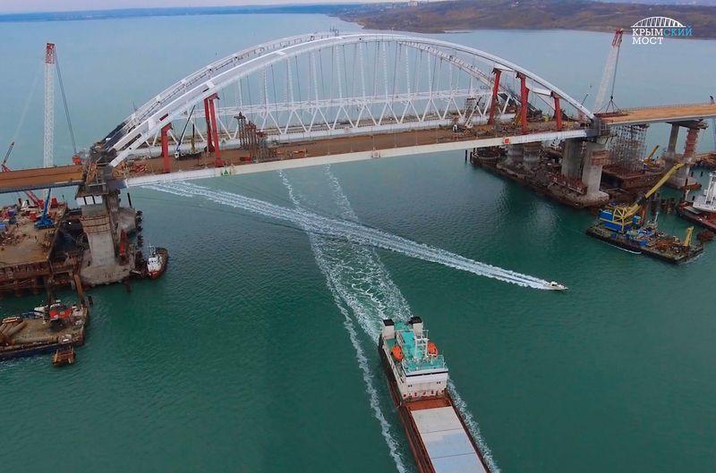 Строители завершили монтаж пролётов автомобильной части Крымского моста