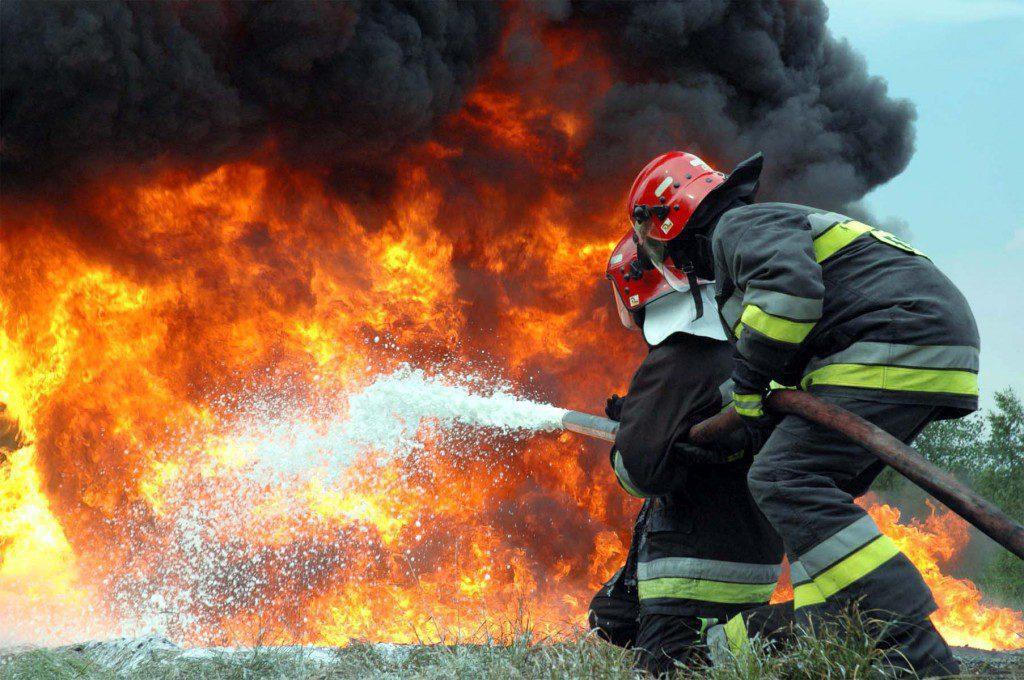 В Феодосии сгорел заброшенный военный склад