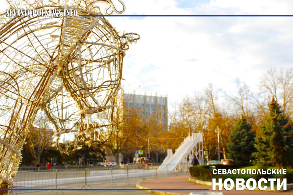 Новогоднее настроение останется на площади Нахимова до конца января