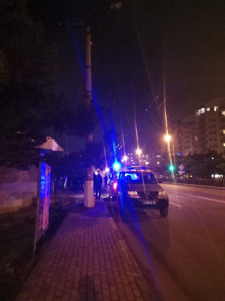 В Севастополе Nissan X-trail влетел на автобусную остановку прямо в людей (ФОТО)
