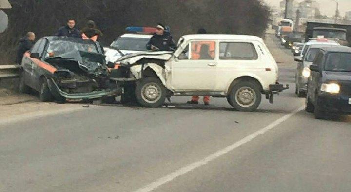 В Севастополе на объездной столкнулись две легковушки (ФОТО)