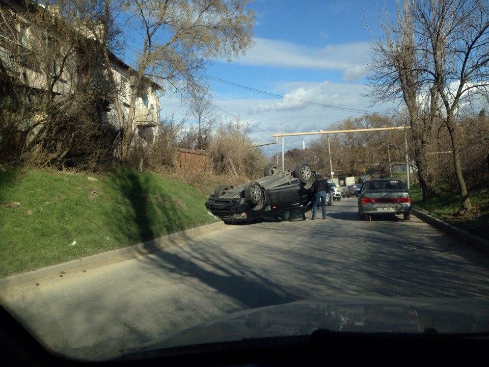 В Севастополе перевернулся Range Rover (ФОТО)