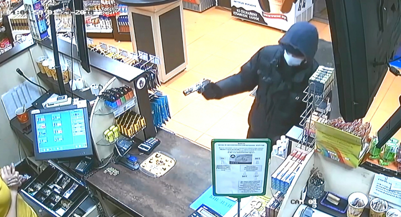 В Симферополе вооруженный мужчина ограбил АЗС (ФОТО)