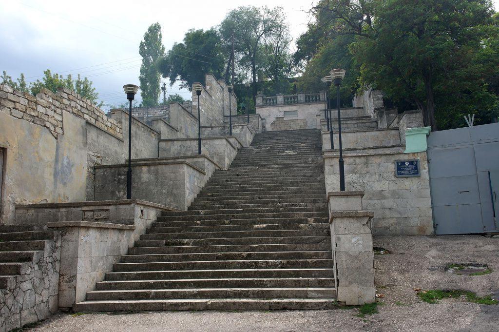 В Керчи приступили к реставрации Митридатской лестницы