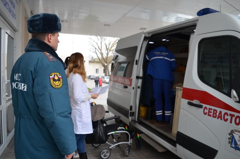 Двух севастопольцев эвакуировали санитарным бортом МЧС России в Санкт-Петербург