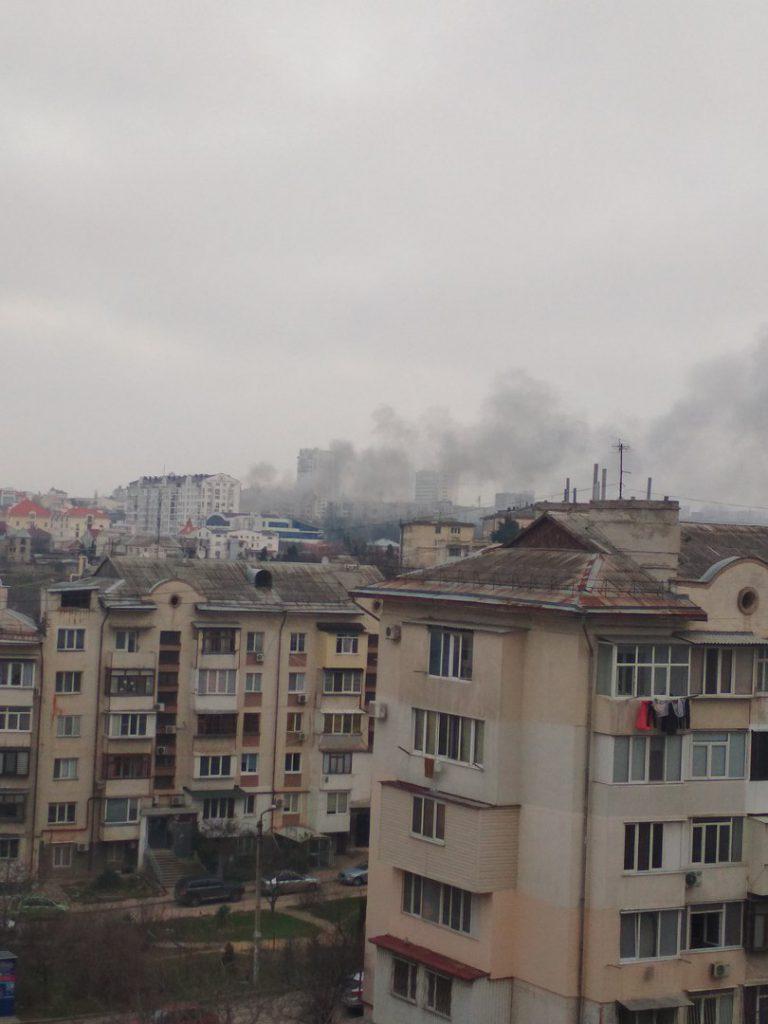 В Севастополе сгорело здание возле Дома скорби (ФОТО)