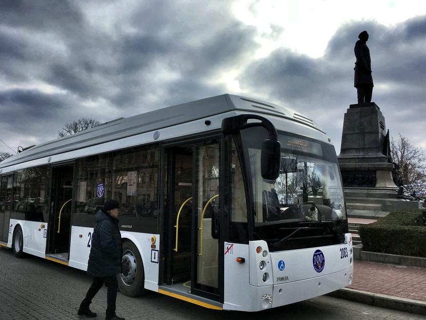 На улицы Севастополя вышел сотый троллейбус
