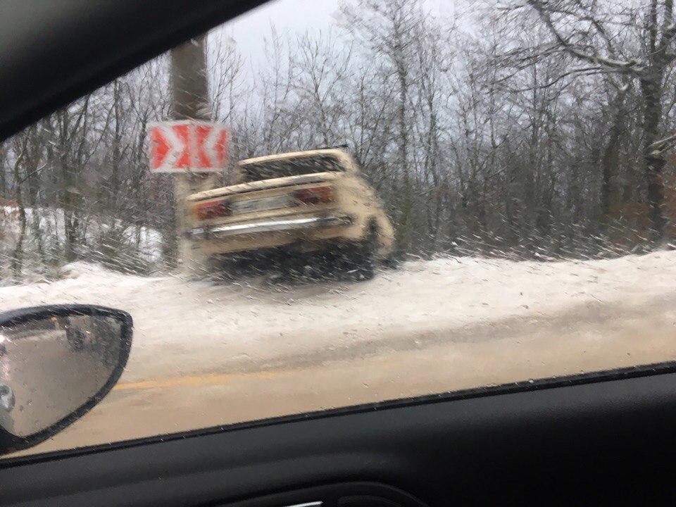ЮБК заметает снегом: на дорогах скользко и бьются автомобили (ФОТО)