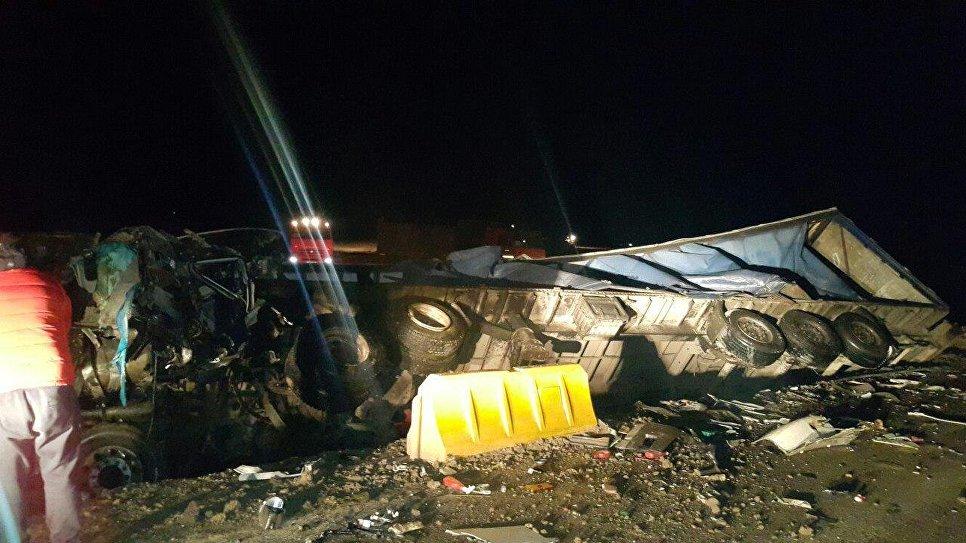 В Крыму в жутком ДТП две фуры превратились в груду металла: водители погибли (ФОТО)