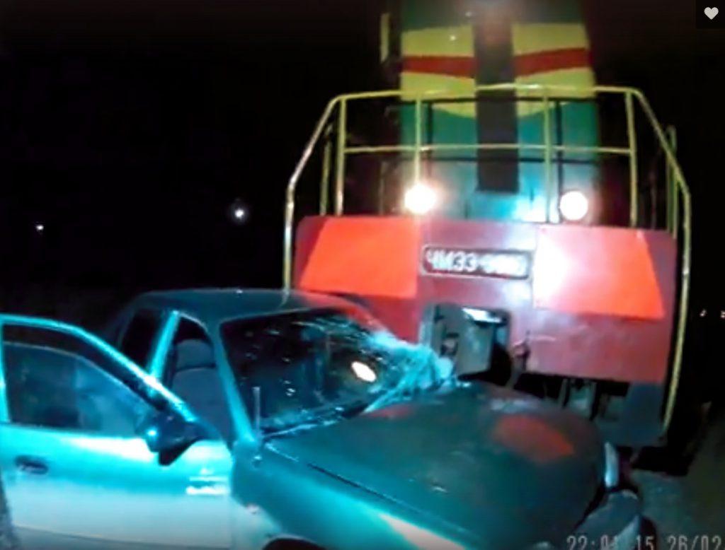 ДТП в Севастополе: тепловоз 100 метров протащил Hyundai (ФОТО)