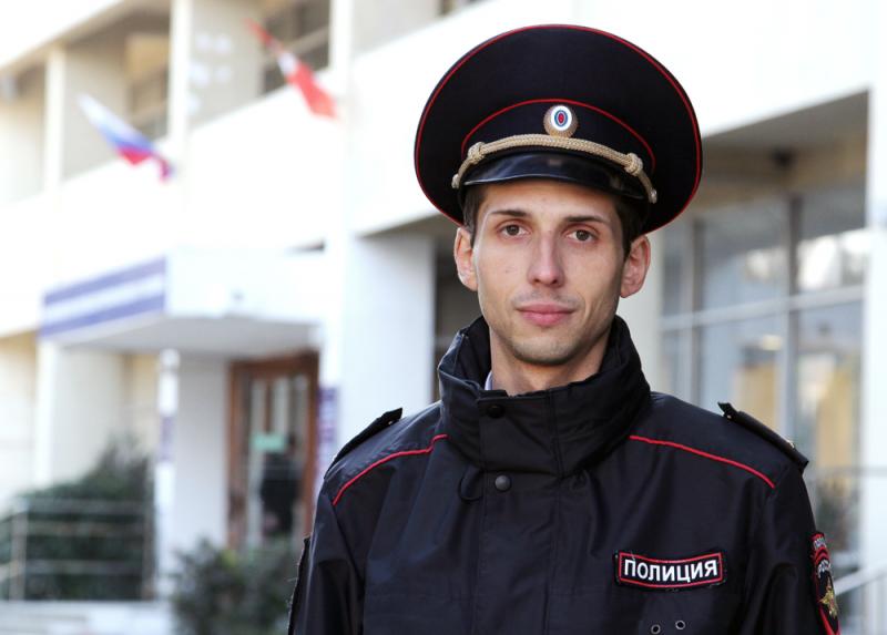 """В Севастополе полицейский спас жизнь пенсионерке, три дня не выходившей на """"связь"""""""