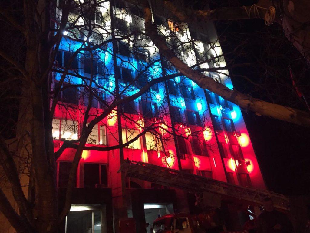 Здание правительства Севастополя украсили подсветкой российского триколора (ФОТО)