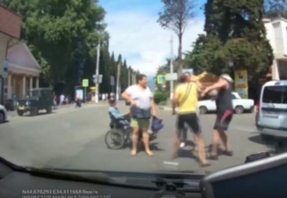 В Крыму произошла массовая драка с участием инвалида-колясочника